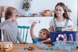 8 hàbits d'estalvi energètic per als petits de la casa