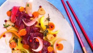 Recepta de tonyina en escabetx de cítrics i pebre rosa