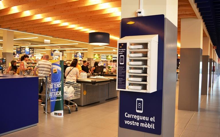 El Grup Bon Preu incorpora carregadors de mòbils gratuïts als seus supermercats
