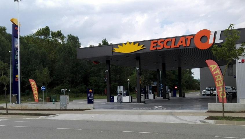 La nova benzinera EsclatOil d'Olot ja està en funcionament